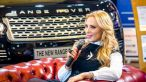 Iulia Vantur a renuntat la blondul care a consacrat-o. Frumoasa prezentatoare s-a vopsit roscata