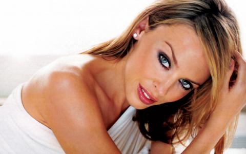 A fost declarata ani la randul vedeta cu cel mai frumos posterior. Cum arata acum Kylie Minogue intr-un costum de baie super sexy