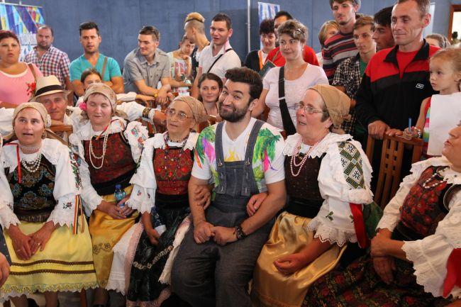 Smiley, luat cu asalt. Prezentatorul show-ului  Romanii au talent  face ravagii printre reprezentantele sexului frumos