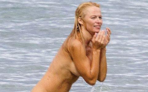 Pamela Anderson, nemachiata si topless la plaja. De ce s-a rusinat cand a dat ochii cu paparazzii