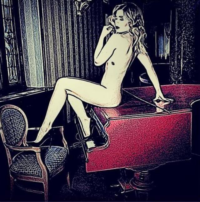 Gina Pistol, goala-pusca, pe un pian. Ce surpriza le-a oferit frumoasa blonda tuturor