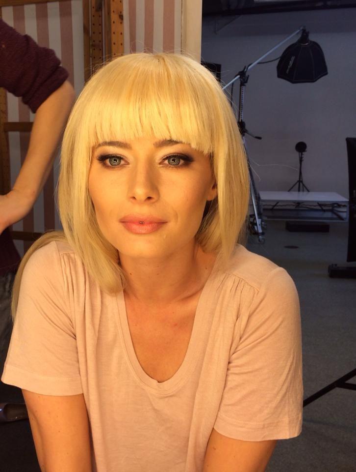 Laura Cosoi isi surprinde fanii cu un look complet schimbat. Cum arata actrita tunsa scurt si cu breton - FOTO