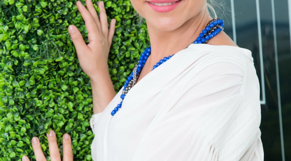 Andreea Marinescu a primit de la fiul ei, Vladimir, un brat de lalele rosii