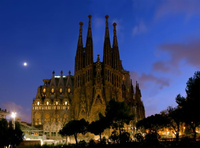 Cum va arata faimoasa catedrala din Barcelona dupa ce se va incheia constructia ei: Sagrada Familia in 2026 VIDEO
