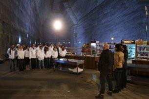 """Concurentii """"MasterChef"""" gatesc pentru lucratorii din salina Prahova, la 200 metri sub pamant, ACUM, la ProTV"""
