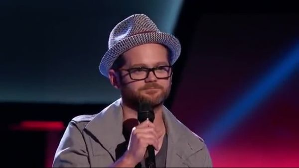 """Tipul timid, cu ochelari a devenit ROCKSTAR peste noapte. Talentul cu care a convins milioane de americani sa-l voteze pe EL castigatorul """"The Voice"""""""