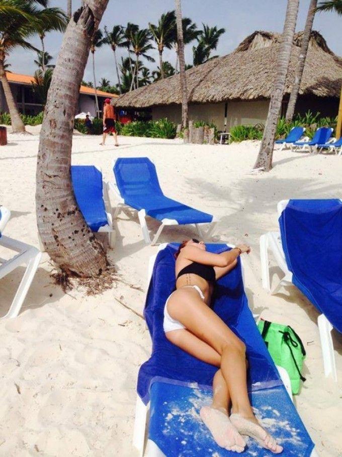 Primele imagini din acest an cu Nicoleta Matea la plaja. Cum arata casnica de la  MasterChef  intr-un costum de baie minuscul
