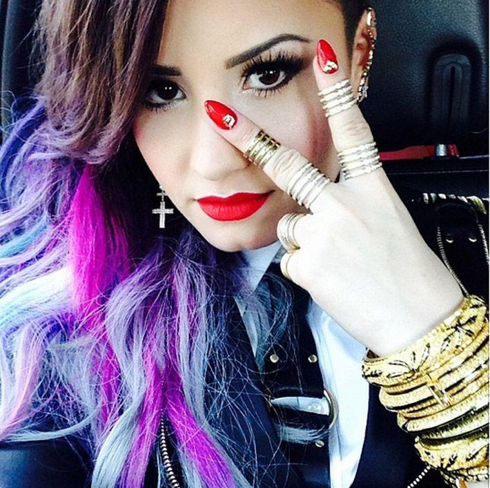 Demi Lovato, de nerecunoscut dupa ce s-a machiat excesiv:  Arata ingrozitor . Cat de mult a exagerat vedeta cu fardurile