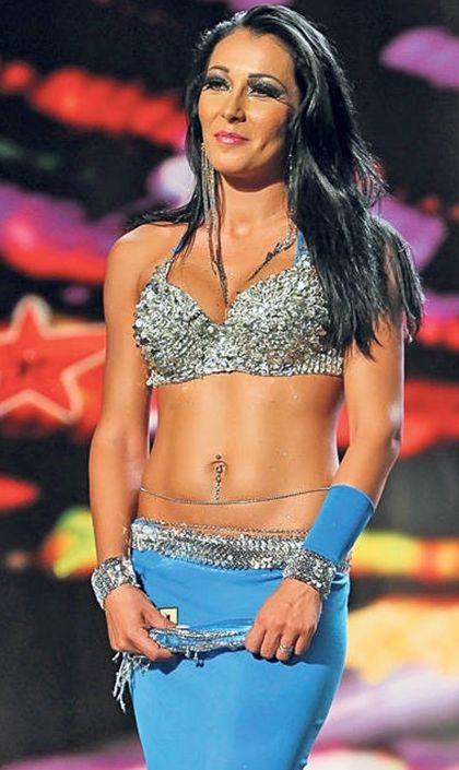 Kennya, dansatoarea care a hipnotizat barbatii la Romanii au Talent, pozeaza goala. Putini banuiesc insa care este meseria ei ascunsa