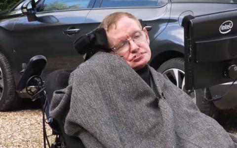 Stephen Hawking a raspuns provocarii  Ice Bucket Challenge  intr-un mod inedit - VIDEO