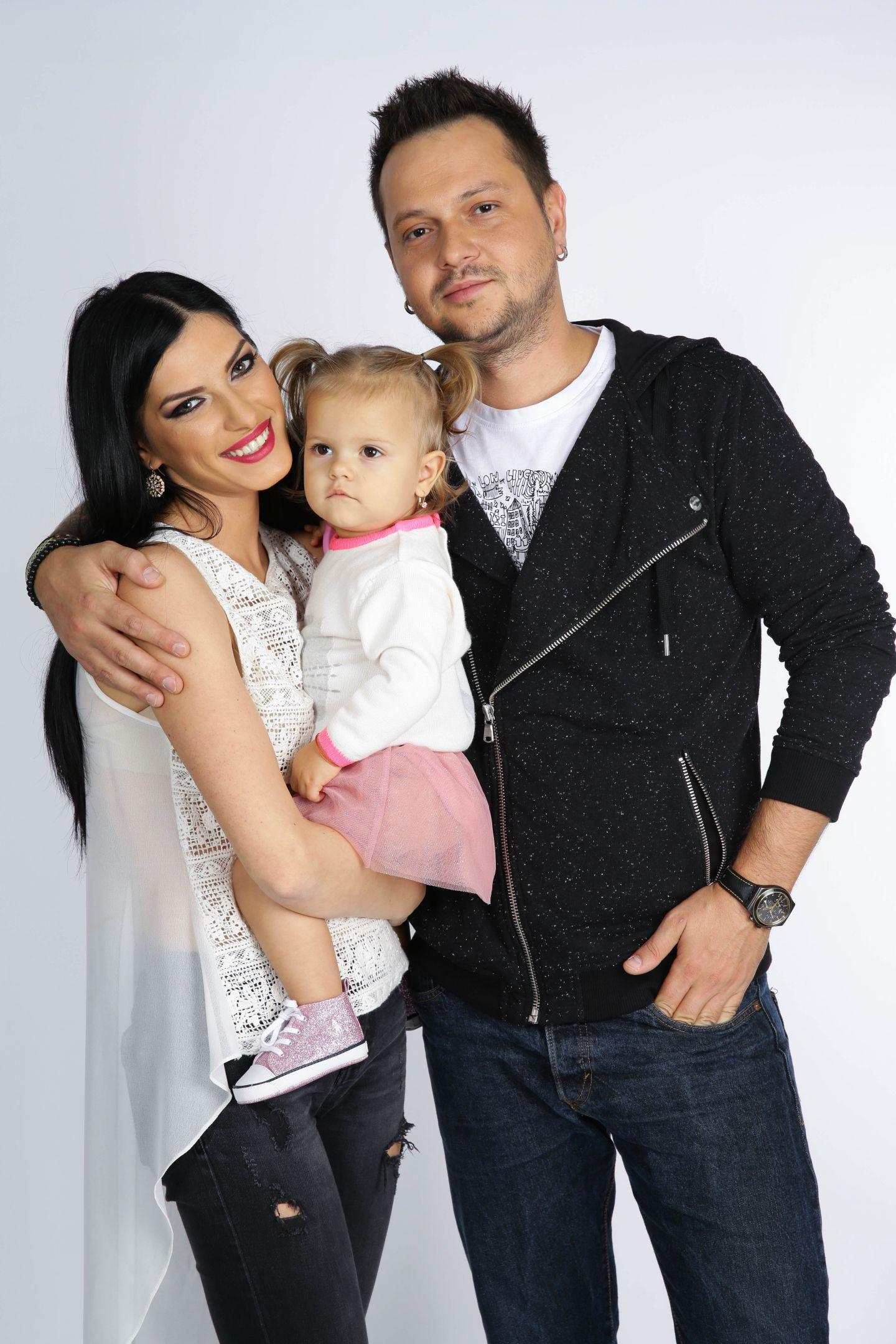 Fiica lui Alex de la trupa Zero ndash; fan inrait Andra!