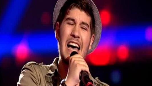 Arata ca Bruno Mars, dar vocea lui e pe placul lui Tudor Chirila: rock