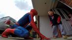 Un tata i-a facut cea mai frumoasa surpriza baietelului sau bolnav de cancer. Gestul sau a impresionat peste 9 000 000 de oameni