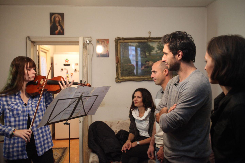 Visuri la Cheie prezinta povestea emotionanta a lui Alice Muller, o tanara violonista de 18 ani. ACUM, la ProTV!