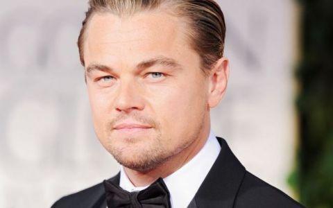 Deja si-a uitat iubita. Cum a fost fotografiat Leonardo DiCaprio la plaja, alaturi de un grup de tinere petrecarete