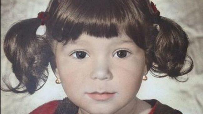 Crezi ca o recunosti pe fetita adorabila din imagine? Acum se numara printre cele mai frumoase femei din Romania
