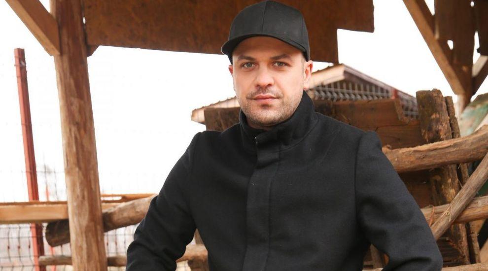 "Augustin Viziru a intrat in cel mai tare reality show 100% romanesc: ""Ferma vedetelor"""