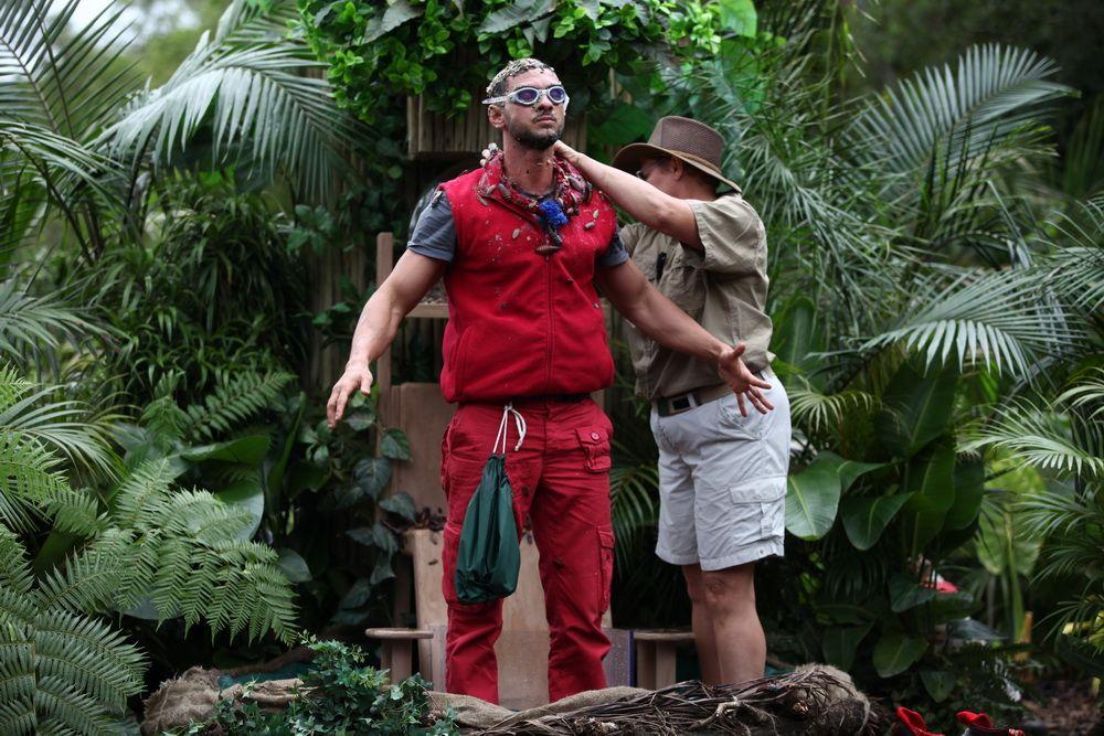 Dorian Popa a stat cu picioarele intr-un acvariu cu un crocodil! Ce a trebuit sa faca pentru a-si ajuta echipa