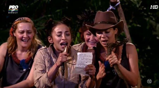 """Formatia """"RU-GINA"""" in actiune. Toata lumea a ras cu lacrimi cand le-a ascultat cantand pe Ruby si Gina"""