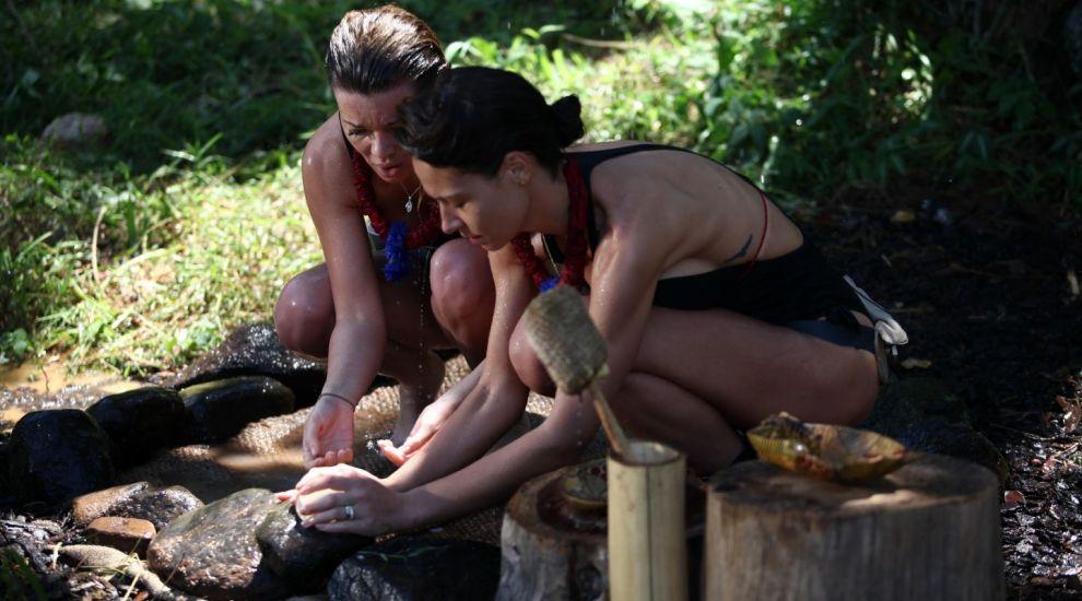 """""""Comoara din cufar"""" le-a adus zambetul pe buze concurentilor din jungla! Ce s-a ascuns in interiorul lazii"""