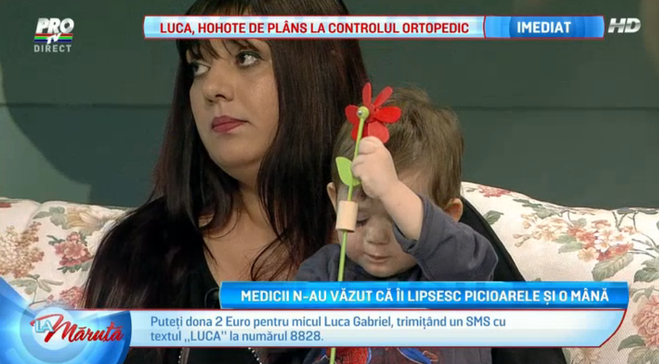 Luca are nevoie de ajutor. S-a nascut cu jumatati de picioare si fara o mana, iar parintii nu au bani pentru proteze