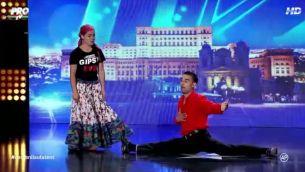 """Scena de la """"Romanii au talent"""" a duduit sub pasi de dans tiganesc! """"Pe asta nici Jean-Claude Van Damme nu o face!"""""""