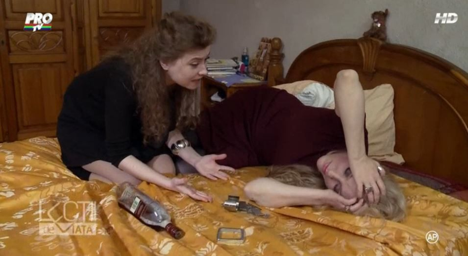 Alcoolul, un viciu care destrama familii. Ce se intampla cand o mama cade in patima bauturii si isi dezamageste copiii