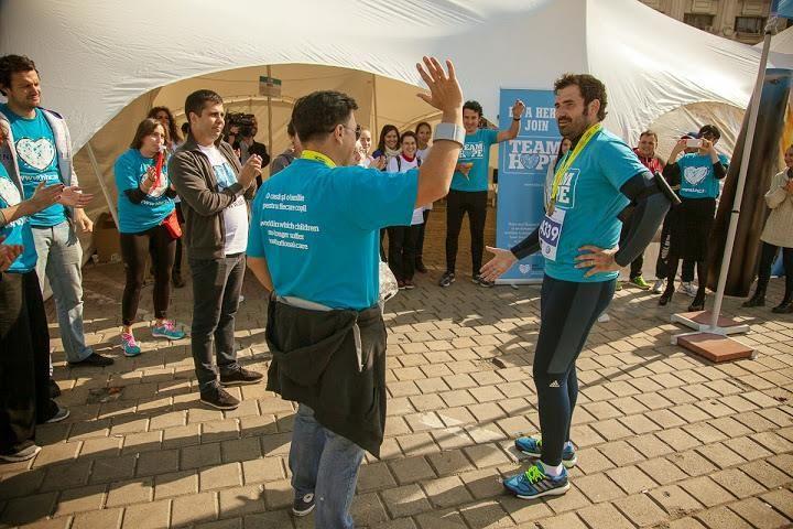 Chef Adrian Hadean imbraca din nou tricoul TEAM HOPE si alearga pentru copiii aflati in pericol de abandon