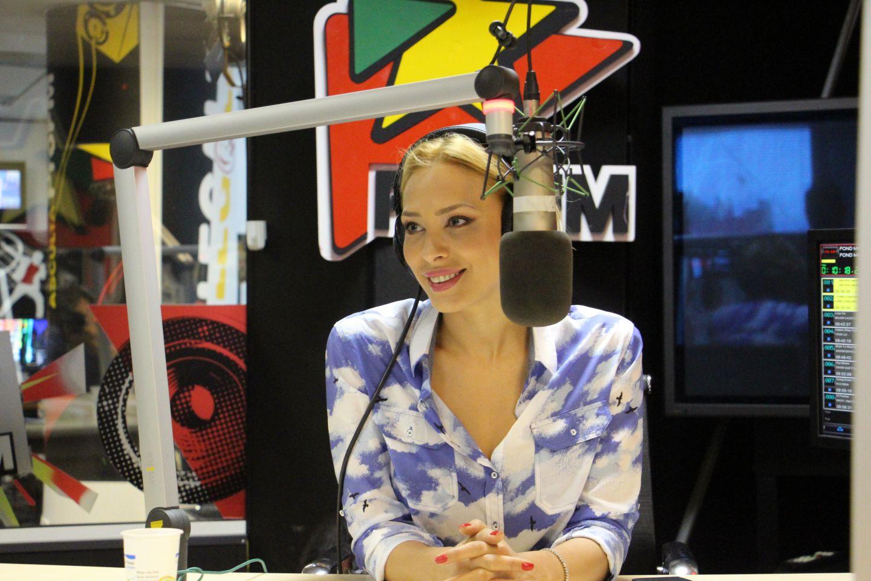 Iulia Vantur si-a inceput dimineata la matinalul PRO FM, alaturi de Andrei Gheorghe si GreeG