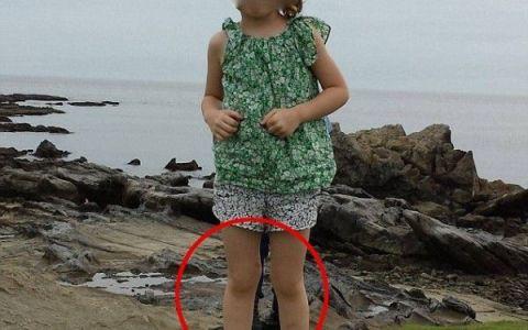 Frenezie pe internet dupa publicarea unei fotografii. Ce apare in spatele fetitei, pozata langa mormintele unor samurai