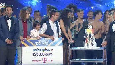 """Castigatorul """"Romanii au talent"""" 2015: Grupul SpeedCubing a castigat premiul de 120 000 de Euro"""