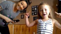 O mamica insarcinata a pornit camera de filmat. Ce face fetita sa in secunda urmatoare a cucerit internetul - VIDEO