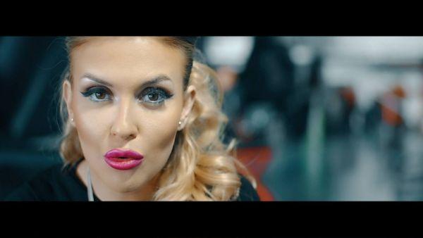 """Oana Radu nu mai arata deloc asa. Cum arata """"Adele de Romania"""" cu parul roz"""