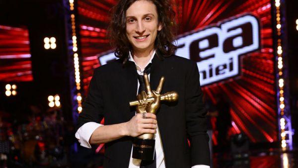 Media Music Awards 2015. Tiberiu Albu, castigatorul trofeului Vocea Romaniei, a fost aparitia serii