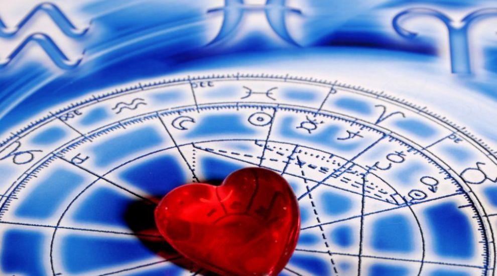 Horoscop zilnic 15 septembrie 2015: Taurii au probleme cu banii, Berbecii au parte de o surpriza placuta