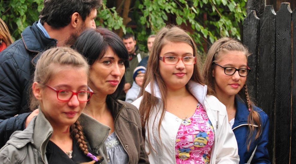 """Destinul familiei Dumitrescu s-a schimbat cu ajutorul echipei """"Visuri la cheie""""!"""