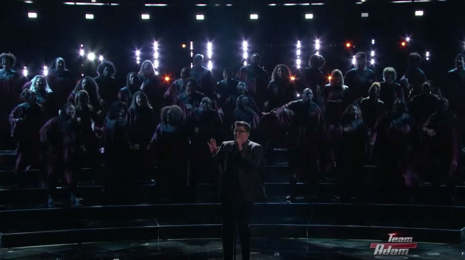 """A surprins cu o interpretare a piesei """"Chandelier"""", iar acum revine cu unul dintre cele mai bune momente de la The Voice"""