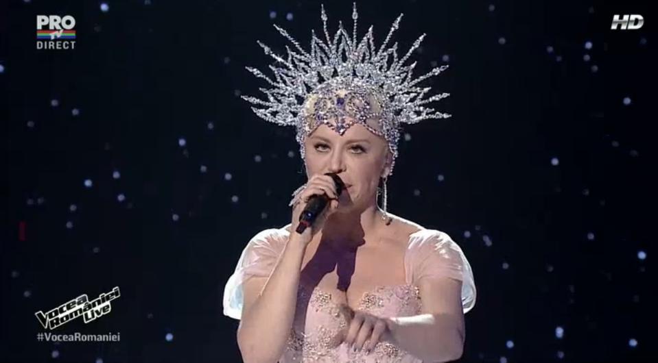 "Loredana Groza, show pe scena de la Vocea Romaniei. Artista a interpretat piesa ""A ta mireasa"""