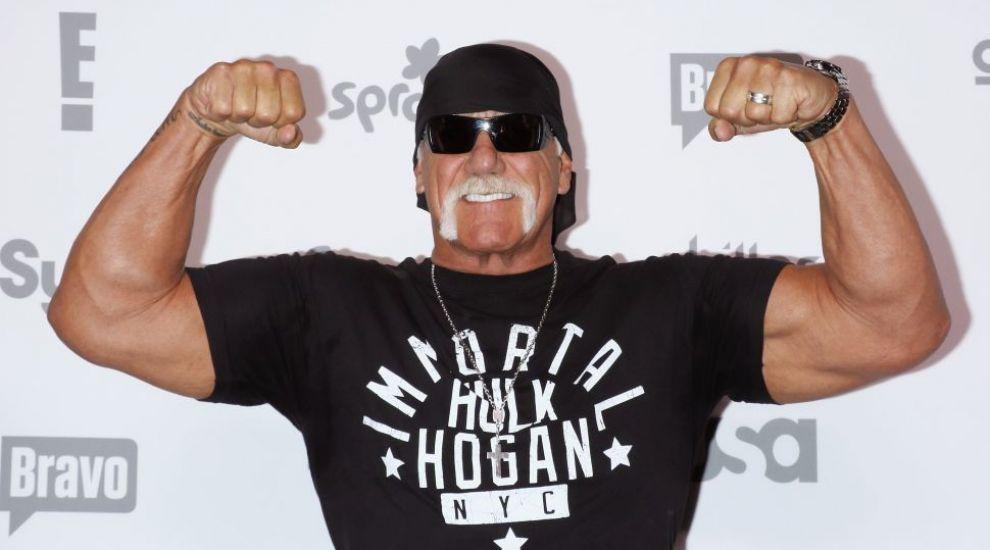 Hulk Hogan, ipostaze tandre cu sotia lui. Cat de bine arata femeia cu 21 de ani mai tanara care l-a cucerit pe wrestler