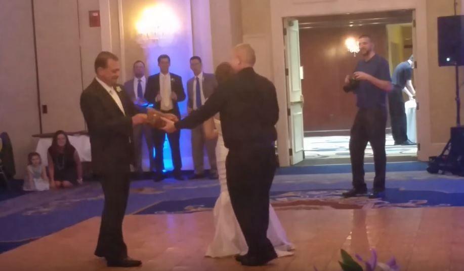 Mirele si mireasa au pus in scena un dans romantic, dar momentul a fost intrerupt de tatal femeii. De ce a intervenit