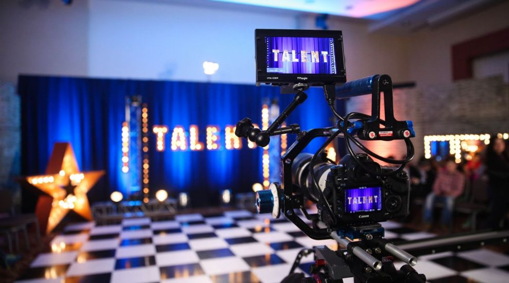 Sute de talente autentice sunt gata sa fie vazute de o tara intreaga! Romanii au talent revine, in curand, la ProTV