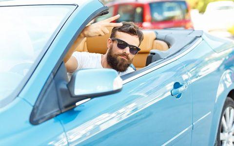 Ce cred femeile vs ce cred barbatii despre barbatii cu masini puternice?
