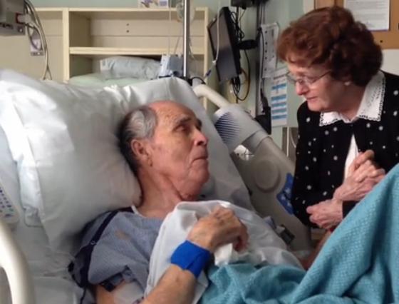 A simtit ca va pierde lupta cu boala si a rugat-o pe sotia sa se apropie. Gestul pe care nu il vor uita prea curand