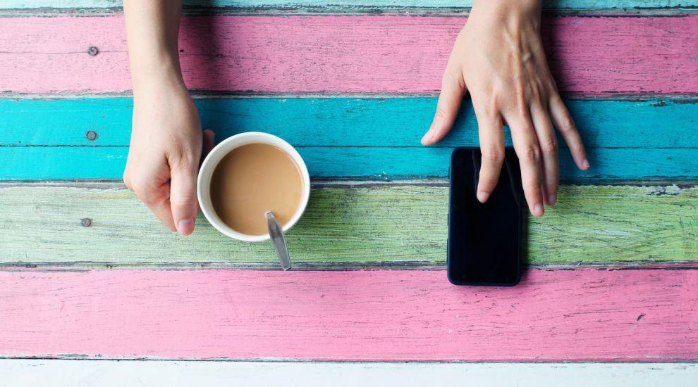 Cea mai usoara metoda prin care iti poti face telefonul sa sune mai tare