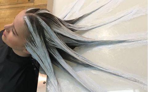 O noua moda in materie de coafuri face furori:  parul de sirena . Cum arata si de ce femeile il adora