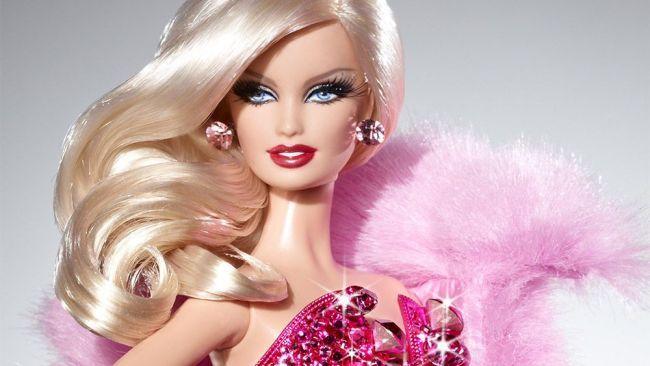 Plinuta, mai scunda sau inalta. Cum va arata de acum inainte celebra papusa Barbie. Decizia luata de producatori