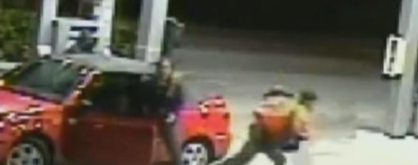 Camerele au surprins niste hoti in timp ce incercau sa-i fure masina. Reactia unei mame a schimbat viata copiilor ei