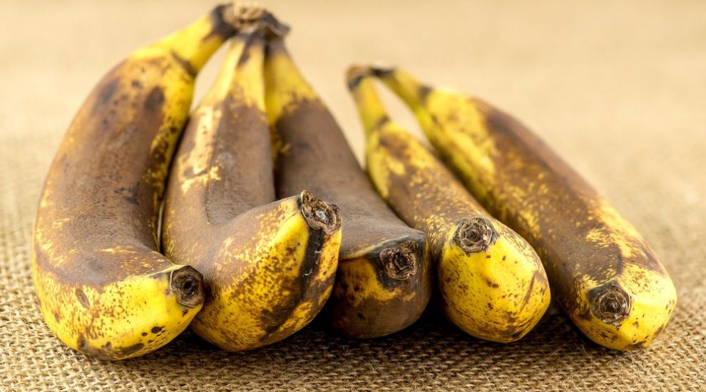 Un truc util in orice bucatarie. Cum poti improspata o banana - VIDEO