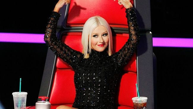 Dornice sa atraga atentia! In ce ipostaza s-au lasat pozate Christina Aguilera si Miley Cyrus