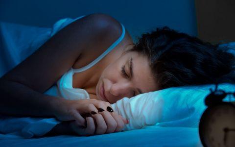 Ai un somn agitat si visezi o multime de lucruri? Semnificatiile viselor pe care nu ar trebui sa le ignori